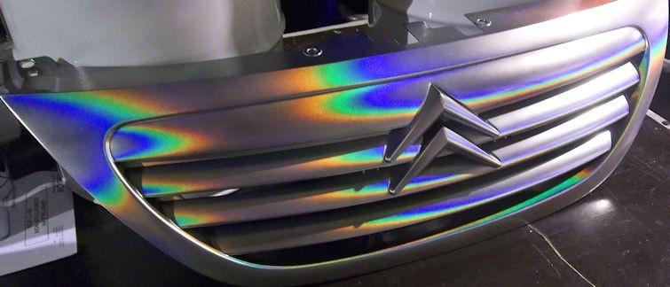 holographische Farbe auf dem Auto Gitter